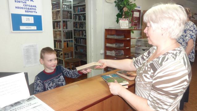 Вагин Саша в роли библиотекаря