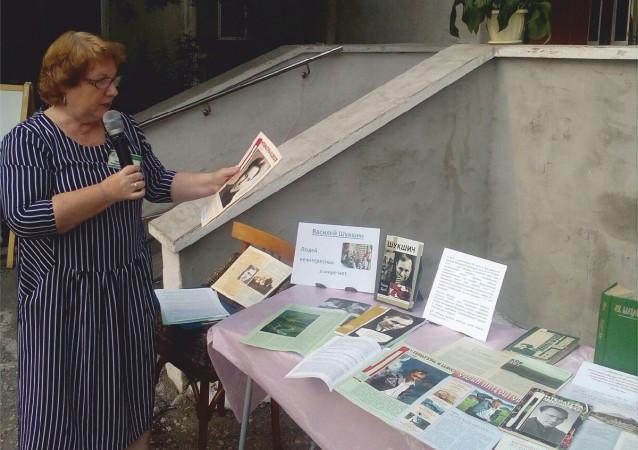 Книжная выставка в библиотеке Лихачева