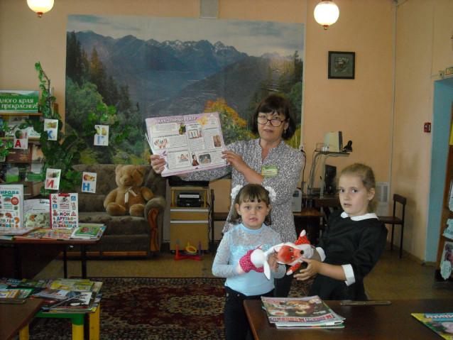 Дети с книгами и куклами