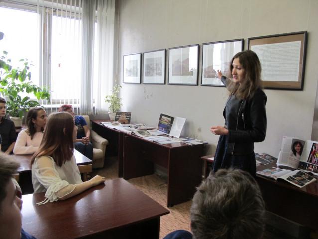 Презентацию выставки проводит Т.В.Буркова, сотрудник музея Кузнецкая крепость
