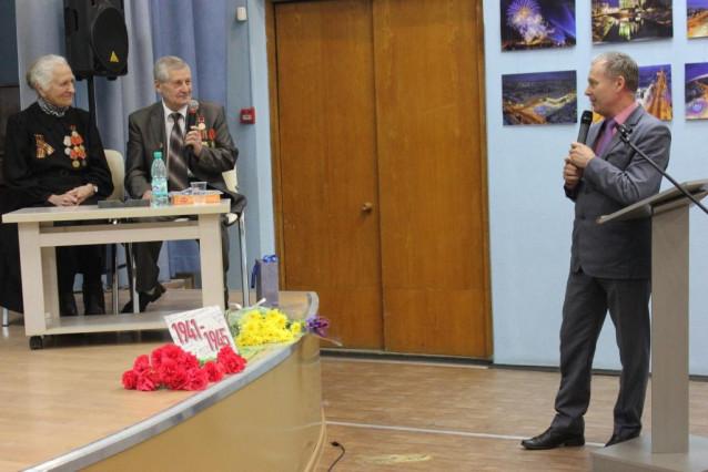 Поздравляет С. Н. Сухарев